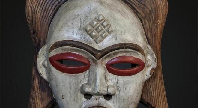 Gazeteci yazar Hıfzı Topuz'un, 25 yıl boyunca, Afrika seyahatlerinden topladığı maske ve heykellerin yer aldığı 'İnancın Temelindeki Sanat: Büyülü Afrika Sergisi', CerModern'de beğeniye sunuluyor.